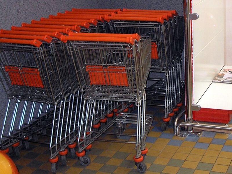 Nákupní vozíky a košíky